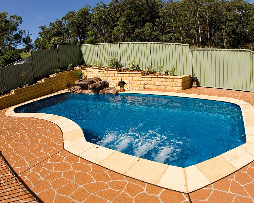 DIY Swimming Pools' Belmont 10 Dark Blue Pool Design