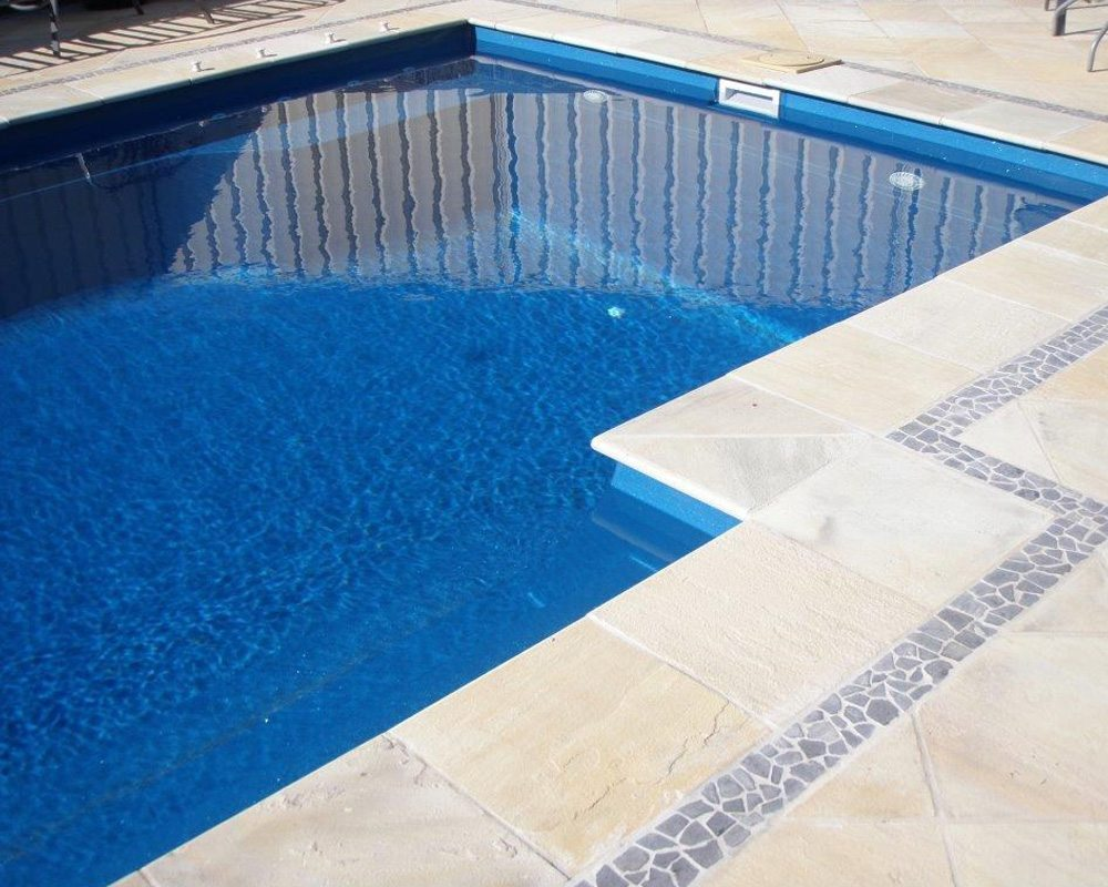 Cosmo fibre Glass Pool - With Centre Steps